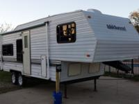 1996 Wildwood 25' 5th Wheel Travel Trailer, Sleeps 6,