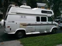 19ft Class B Camper Van For Sale, Sleeps 4, seats 6.
