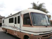 RV sleeps 6, tons of storage! Leather captain chairs.