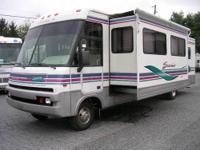 Fleetwood truck camper. 1996 Elkhorn. Full bathroom