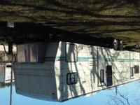 I am selling a 96 rv in good conditions. It is 33 feet