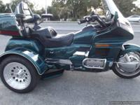 1996 SE GOLDWING 30,000 MILES ON IT, LOW MILES FOR A