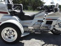1996 HONDA GOLDWING TRIKE. EXTREMELY CLEAN, BEAUTIFUL