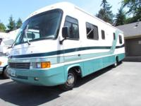 1997 33' GEORGIE BOY CRUISE MASTER M-3190 SUPER NICE
