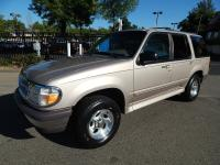 Beautiful low mileage Ford Explorer XLT 4X4 SUV. Looks