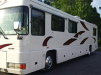 1997 FORETRAVEL U295, 40' 4000 WTBI with Curb Side