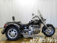 1997 HONDA VALKYRIE BLACK FEATURES AND ACCESSORIES: