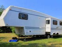 1997 Jayco Designer 5th Wheel This lovely 32 RV has one