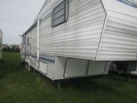 1997 Nomad by Skyline 3035 DEL 32 Ft. Fifth Wheels