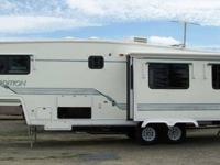 1997 NuWa Snowbird Special Edition fifth wheel 31 feet
