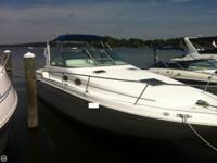 - Stock #073111 - This 290 Sea Ray offers all of the