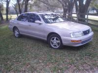 Well maintained 1997 Toyota Avalon XLS , 2 owner car.