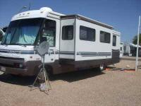 1997 Winnebago Adventurer This Class A recreational