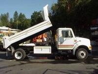 1997 International LoProfile Diesel 4/5 Yd Low Side 11'