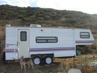 Fully self-contained 21' 5th wheel camping trailer by