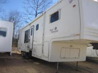 (856) 672-3381 ext.1579 This fifth wheel has a huge