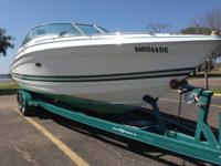 VERY LOW HOURS !!!! This well kept Formula 280 Bowrider