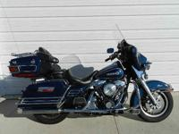 You are taking a look at a 1998 Harley-Davidson FLHTCI