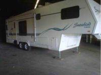 1998 Nu-Wa Snowbird 5th Wheel. This is a wonderful 31