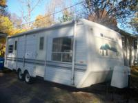 1998 Sunnybrook 26 ft. Front kitchen, rear queen bed,