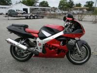 1998 Suzuki GSXR 600 RED AND BLACK ONLY 30349 MILES