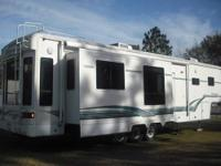 Deluxe 39' 5th wheel with 3 slide outs. Arctic Bundle,