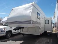 1998 Thor Tahoe FIFTH WHEEL Model: 26RKS 29 FT ****