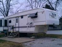 1998 Carri Lite This 5th wheel is self contained and