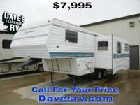 1998 Four Winds 24RL REAR LIVING w/SOFA DINETTE