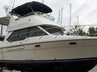 1999 Bayliner 3587 Motor Yacht Contemporary aft-cabin