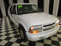 OVERVIEW This 1999 Chevrolet Blazer 4dr 4dr 4WD