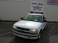 1999 Chevrolet S10 LS Short Bed 2WD .w/MOON ROOF Stock