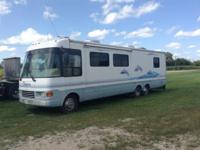 1999 Dolphin Motorhome. Only 35000 miles. Very clean