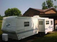 1999 Dutchmen Classic Travel Trailer This 30 foot RV is