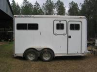 1999 FEATHERLITE 2 horse aluminum horse trailer.