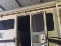 This motor home has a Triton V10 motor with 59425 miles