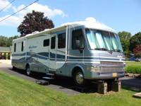 1999 Fleetwood Pace Arrow Vision 36 Slide RV Motorhome.