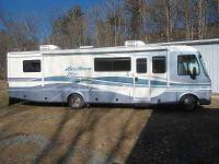 1999 Fleetwood Vision This Class A recreational vehicle