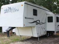 1999 Fleetwood Wilderness GL 5th Wheel This fantastic