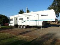 1999 Forest River Spinnaker 36RLE 5th Wheel This lovely