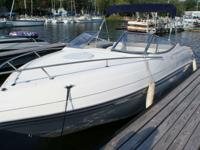 This Four Winns 245 Sundowner is in Excellent