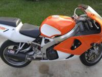 1999 Honda CBR 900 RR . Water cooled, 918cc, Inline-4,