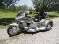 PEARL TWILIGHT SIVER COLOR. GREAT RIDING TRIKE. COMES