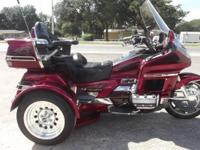 1999 GOLDWING TRIKE ONLY 45,000 MILES ON IT VERY CLEAN,