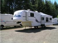 1999 Keystone Montana 5th wheel w/slide. 32' rear