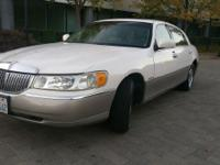 Options:  1999 Lincoln Town Car Signature 4Dr Sedan|Off
