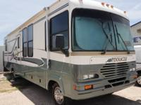 34 foot Mountain High Coachworks Pinnacle Motorhome