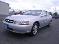 1999 Nissan Altima 4dr Sedan Our Location is: Lithia