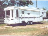 1999 Hitchhiker 34 fifth wheel Excellent Condition,two