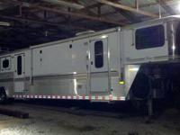 1999 Sundowner 3 horse trailer with full living